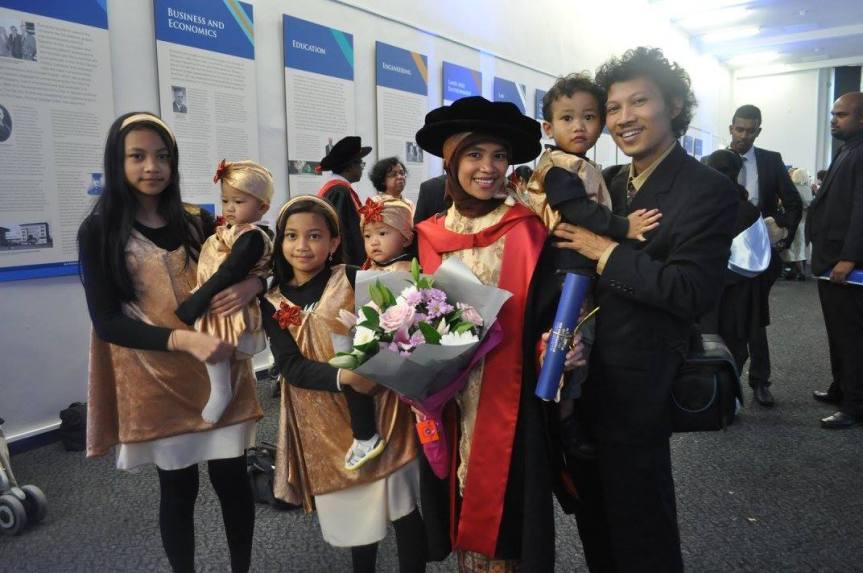 PhD Mama Ika: Bang Thoyib dan Mengurus 5Anak
