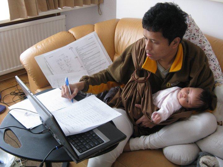 PhD Mama Desi: Berjibaku BarengSuami