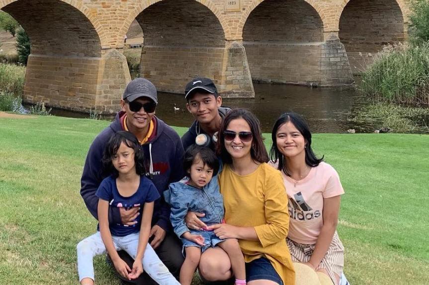 Ayu Swandewi: Studi S3 bersama suami dan membesarkan empat anak itusesuatu!